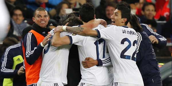 Dikepung Fans Barca, Madridista Tetap Berpesta photo