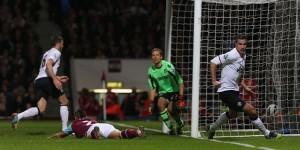 MU Ditahan Imbang West Ham 2-2 photo