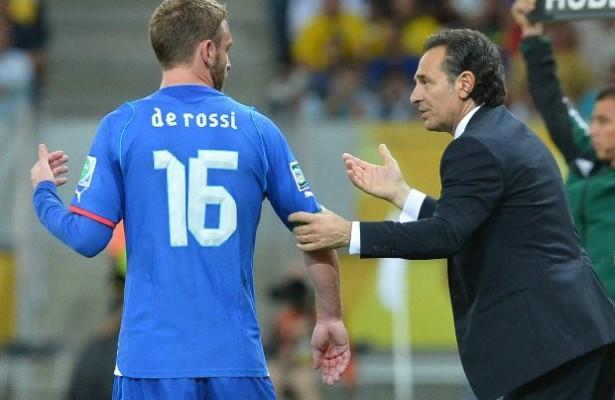 De Rossi sebagai bek