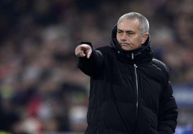 Jose Mourinho Tak Salahkan Blunder Michael Essien