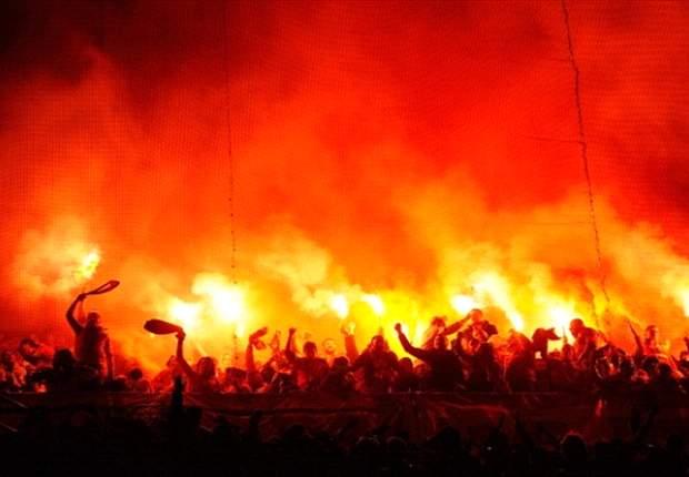 Maraknya flares dan bom asap membuat Liga Inggris prihatin